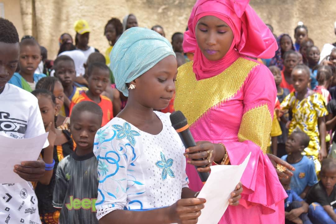 Présentation des élèves lors de la restitution au collège de Tomboronkoto